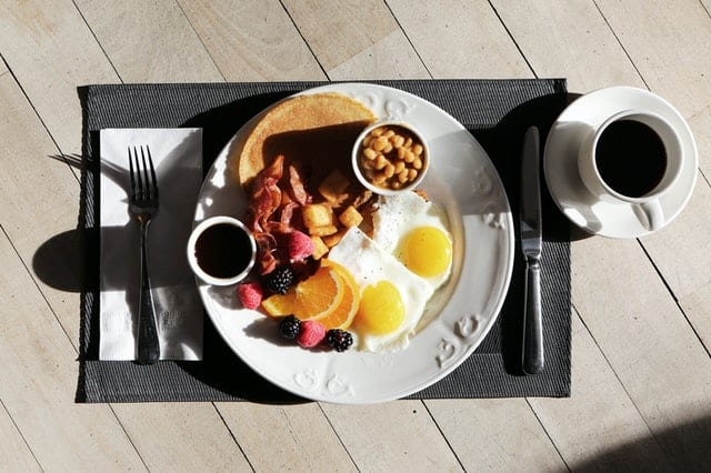 Why eating breakfast is linked to being healthier